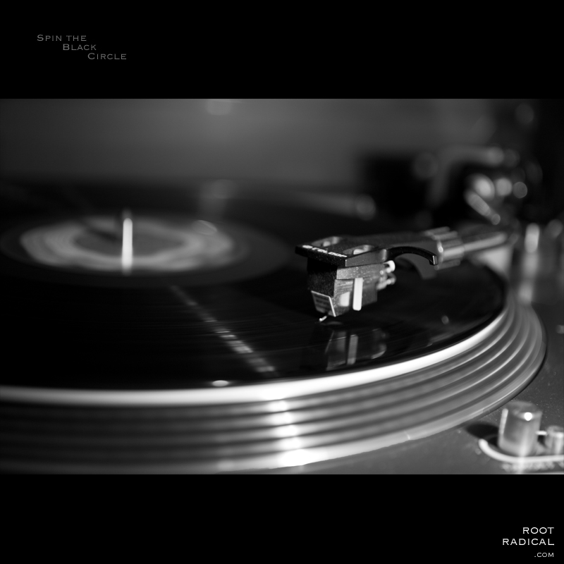 Blackwhite photo of turntable with vinyl